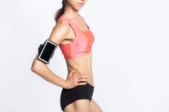 可爱的背景照相机白种人中国确信的逗人喜爱的健身女孩愉快的查出的混合模型种族微笑的白人妇女 躯干特写镜头  免版税库存图片