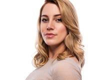 可爱的逗人喜爱的金发碧眼的女人 在白色的特写镜头画象 一件肤色的礼服的美丽的少妇 免版税库存图片
