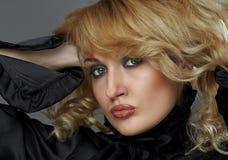 可爱的金发碧眼的女人 免版税库存照片
