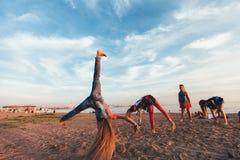可爱的青少年的女孩创造性的队  免版税图库摄影