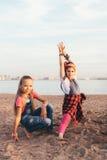 可爱的青少年的女孩创造性的队  库存照片