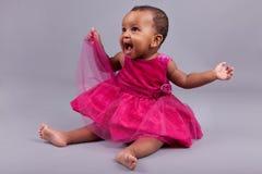 可爱的非洲裔美国人的女婴一点 库存图片