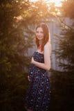 可爱的年轻pregnat妇女 第一个三个月 图库摄影
