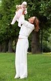 可爱的bab愉快的母亲 免版税库存图片