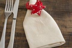 可用的背景交叉刀叉餐具设计食物叉子方格花布刀子菜单安排牌照红色餐馆设置剪影匙子桌布瓦片向量织法 图库摄影