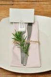 可用的背景交叉刀叉餐具设计食物叉子方格花布刀子菜单安排牌照红色餐馆设置剪影匙子桌布瓦片向量织法 免版税图库摄影