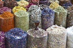 可用的迪拜香火souq种类 库存图片