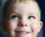 可笑的男孩一点 免版税库存图片