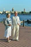 可笑的年长夫妇 免版税库存照片