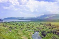 可西嘉岛科西嘉岛creno de法国LAC湖山山 山天空和绿色山谷的风景 的臂章 免版税库存图片