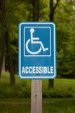 可访问的残疾停车符号 库存图片