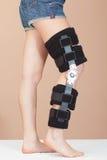 可调整的伤害膝盖行程技术支持 免版税图库摄影