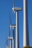 可选择能源农厂涡轮风风车 库存照片