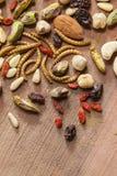 可食的昆虫和坚果 库存照片