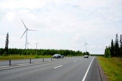 可更新的电能生产的风车 免版税库存图片