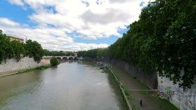 台伯河河的看法在罗马 从桥梁的看法 股票视频