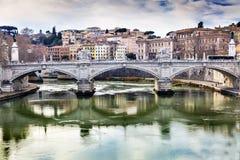 台伯河Ponte桥梁维托里奥Emanuele III罗马意大利 免版税图库摄影