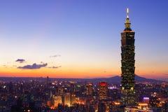 台北在日落,台湾的市地平线 库存图片