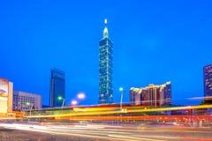 台北市地平线有101塔的 库存图片