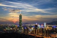 台北市视图在晚上 库存图片
