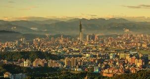 台北,台湾在微明的市地平线 日晚上 股票录像