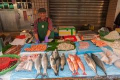 台北,台湾- 2016年11月30日:台北街在一个郊区中,区 农贸市场在台北 卖海鲜,鱼 免版税库存图片