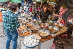 台北,台湾- 2016年11月30日:台北街在一个郊区中,区 农贸市场在台北 卖海鲜 库存图片