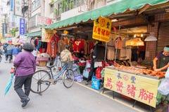 台北,台湾- 2016年11月30日:台北街在一个郊区中,区 农贸市场在台北 卖海鲜 免版税图库摄影