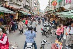 台北,台湾- 2016年11月30日:台北街在一个郊区中,区 农贸市场在台北 免版税库存图片