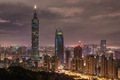 台北,台湾- 2016年11月29日:台北,台湾 摩纳哥.night全景 地平线 都市风景 台北101台北世界金融中心我 库存照片