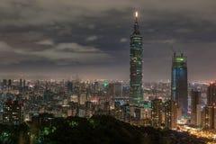 台北,台湾- 2016年11月29日:台北,台湾 摩纳哥.night全景 地平线 都市风景 台北101台北世界金融中心我 免版税库存照片