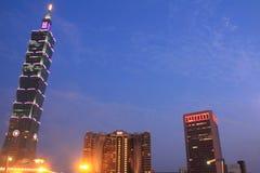 台北101,在台湾夜场面的高层建筑物 免版税库存照片