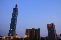 台北101,高层建筑物在台北,台湾, ROC夜场面 图库摄影