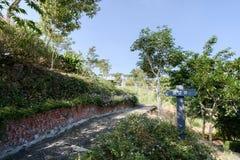 台南,台湾11月17日2017年:观察台在有中国名字`观察台`的白色教会公园在前面 免版税库存照片