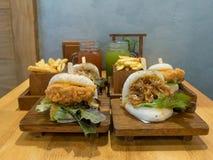 台湾人蒸的小圆面包& x28; Gua Bao& x29; 库存图片