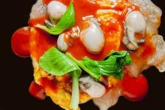 台湾传统快餐,牡蛎煎蛋卷 库存图片