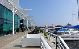 台湾游艇港口和餐馆 免版税库存照片