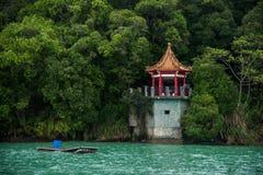 台湾的日月潭在南投县,湖视图亭子,蒋中正据报道经常在湖的这张正面图 库存照片