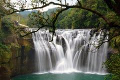 台湾` s美丽的Shifen光滑的长的曝光在平溪区下跌 库存图片