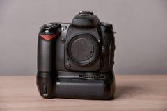 2台照相机数字式查出的照片支持白色 免版税库存照片