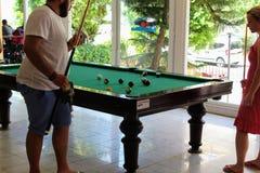 台球台在Kleopatra海滩旅馆阿拉尼亚,土耳其里 免版税库存图片