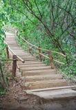 台阶上升小山。 免版税图库摄影