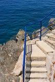 台阶和海 免版税库存图片