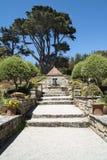 台阶在美丽的庭院里 免版税库存图片
