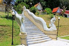 台阶在Wat Phutthathiwat, Betong,泰国 免版税库存照片