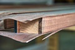 台阶扶手栏杆建设进程 木家具的生产 家具制造 r 库存图片