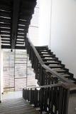 台阶由黑木头制成。 免版税库存照片