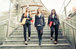 台阶的三个女商人 图库摄影