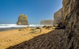 台阶的下降对海滩的向在附近的太平洋 免版税库存照片