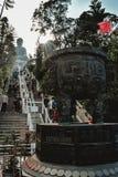 台阶的人们对天狮Tan菩萨在香港中国 库存图片